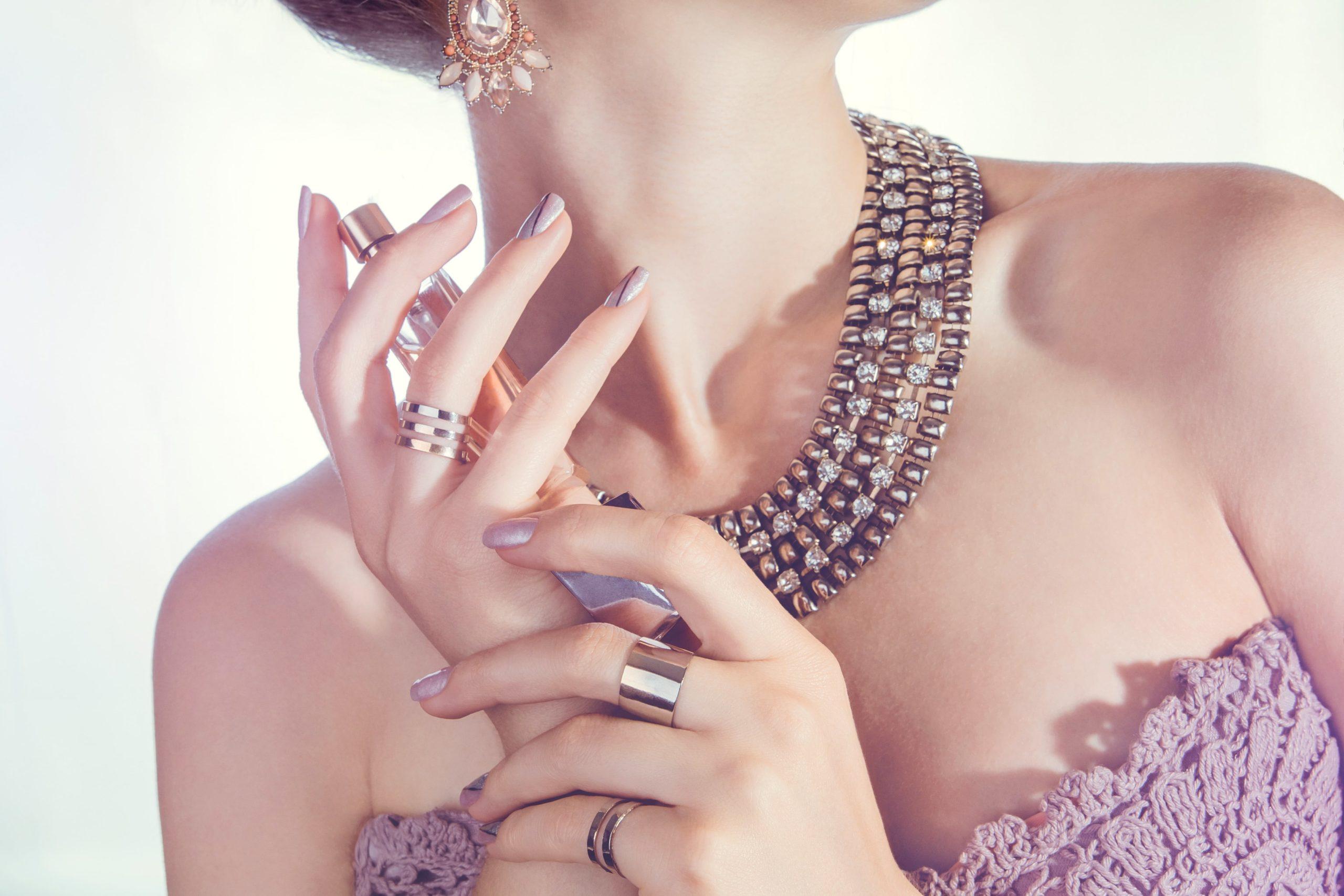 schmuck-gegen-modeschmuck-vergleich-strasssteine-diamanten
